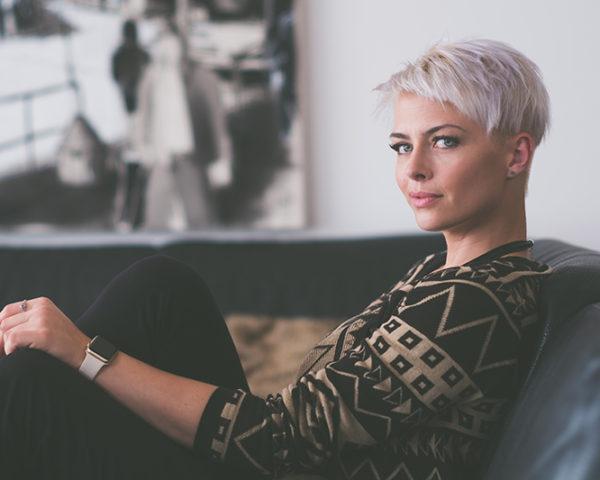 白髪の原因と改善法8選!美容師が教える白髪対策