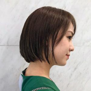 黒田まゆかショートボブ×トレンドベージュ×艶感スタイリング,サイド